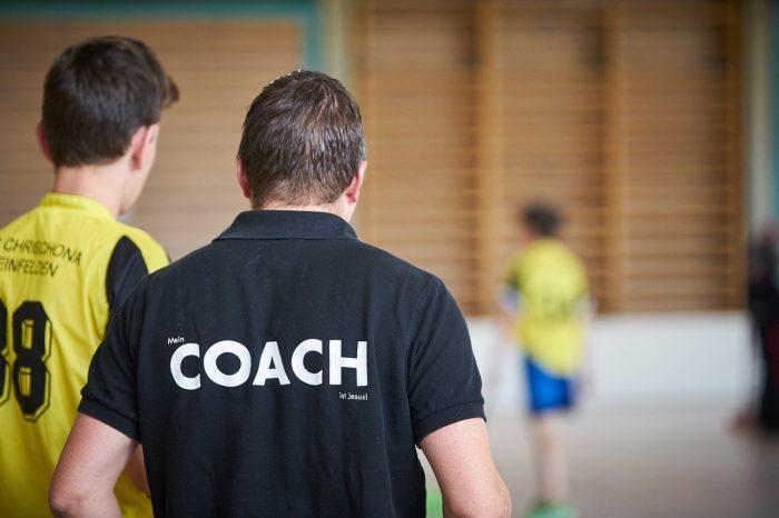 Valmentaja ja pelaajat